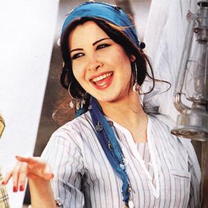 موزیک ویدیو Nancy Ajram - Aah W Nos با زیرنویس فارسی