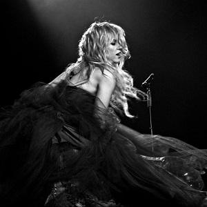 دانلود اجرای زنده Rules از Shakira با زیرنویس فارسی