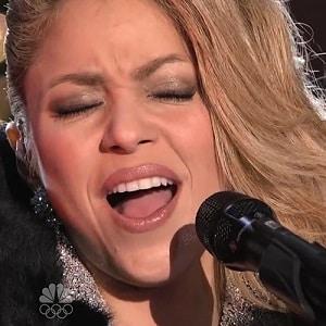 اجرای زنده Shakira - Santa Baby